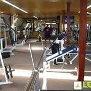 Тренажерные залы в фитнес клубе Леон фото