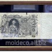 Банкноты в багетной рамке фото