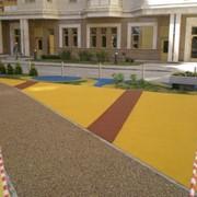 Бесшовное покрытие для детских площадок из резиновой крошки фото