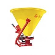 Разбрасыватель минеральных удобрений для тракторов 18-40 л.с. фото