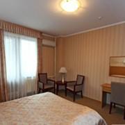"""Номер полулюкс отеля Астаны """"Capital"""" просторный, светлый очень комфортный. Имеется кондиционер, минибар, телевизор. Также оборудован рабочей зоной, и зоной для отдыха. фото"""