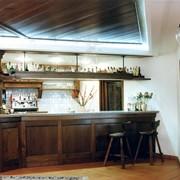 Установка барных стоек для кафе и ресторанов фото
