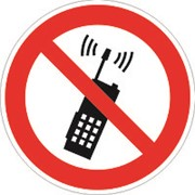 Знак P18 Запрещается пользоваться мобильным (сотовым) телефоном или переносной рацией фото