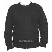 Джемпер форменный на молнии с карманом на рукаве, гладкая вязка, черного цвета. фото