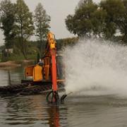 Копка и очистка озер самоходным земснарядом-амфибией не нанося вреда ландшафту. фото