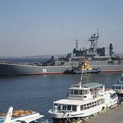 Окраска судов на Черном море. фото