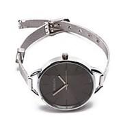 Строгие женские часы на стальном ремешке фото