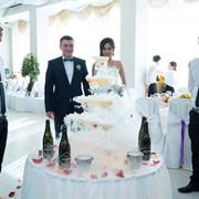 Шоу пирамиды из бокалов шампанского фото