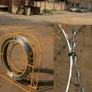 Мобильный барьер безопасности из колюче-ленточного спирального заграждения. фото