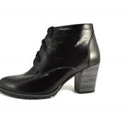 Демисезонный ботинок на широком каблуке фото