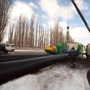 Ремонт трубопроводов путем протяжки новой пластиковой трубы в старую трубу фото