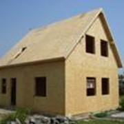 Комплект каркаса канадского дома Сипэко®, смонтированный на ленточном бетонном фундаменте фото