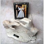 Скульптурные руки влюбленных фото