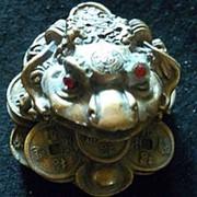 Сувенир Золотая жаба 4226 6,5х4 см. фото