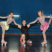 Уроки фигурного катания, набор детей в секцию фигурного катания на роликах фото