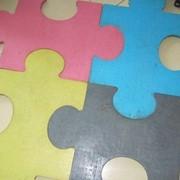 Плитка из резины для игровых площадок 50х50 фото