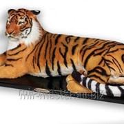 Полноростовая фигура тигра из искусственных материалов фото