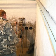 Бурение отверстий в бетонной, кирпичной стене без пыли. фото