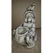 Скульптура садовая Гном с мешком фото