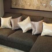 Пошив декоративных подушек, чехлов на стулья и покрывал. фото