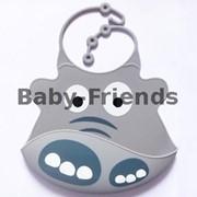 Слюнявчик пластиковый Бегемотик (серый) фото