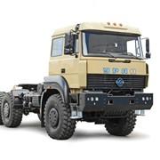 Седельный тягач тяжеловоз Урал-63704 типа 6х6 с односкатной ошиновкой с полной массой автопоезда до 63000 кг фото
