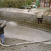 Бетонирование, устройство полов по грунту, с гидроизоляцией и утеплителем (пирог), с последующим покрытием слоем цементно-пещаной стяжки. Наши рабочие обладают всеми навыками и опытом работы с бетоном, и обеспечены всем необходимым инструментом для работы фото