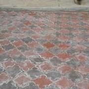 Укладка тротуарной плитки брусчатки, стеновой камень. фото