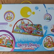 Развивающий коврик для маленьких детей. фото