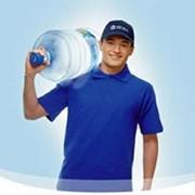 Доставка воды на дом. Службы доставки. Бытовые услуги. фото