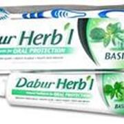"""Зубная паста DABUR Herbal """"С базиликом"""", 150 г. + зубная щетка в подарок фото"""