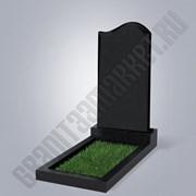 Фигурный памятник из черного гранита фото