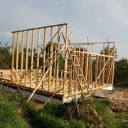 Каркасные дома, возводимые непосредственно на строительном объекте фото