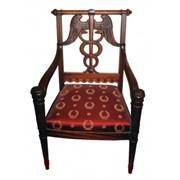 Кресло с резной спинкой фото