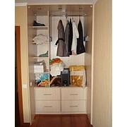 Шкафы гардеробные (Гардеробная комната с раздвижными дверьми. Система Браун. Наполнение зеркало и ротанг ), Киев фото