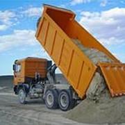 Автотранспортные услуги по перевозке песка фотография