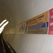 Реклама на эскалаторных сводах метрополитена фото