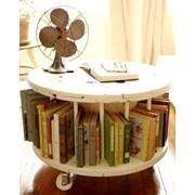 Состареная мебель. Винтажный журнальный столик фото