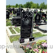 Памятник вертикальный гранитный одинарный на кладбище фото