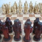 Шахматы ручной работы резьблённые из качественного цельного дерева. Оригинальный дизайн, авторская работа мастера в единственном экземпляре. Применяются дорогие краски и лаки. фото