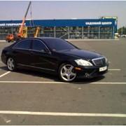 Аренда прокат автомобиля с водителем. Заказ представительских автомобилей. фото