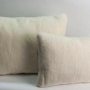 Подушка из натурально овечьей шерсти. фото
