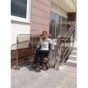 Безбарьерная вертикальная подъемная платформа для инвалидов фото