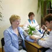 Медицинская помощь на предприятии фото