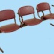 Стулья аудиторные. Блок стульев 3-х местный с подлокотниками фото