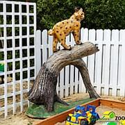 Фигура Рысь на дереве фото