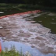 Сорбент для сбора нефти с поверхности воды и грунта фото