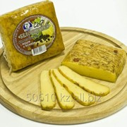 Сыр «Беловежский» копченый с перцем и чесноком 42% фото