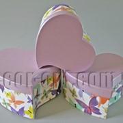 Набор белых с бабочками коробок-сердец из 3 шт 570458 фото