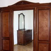Мебель из натурального дерева: Шкафы Спальни Столы Стулья Кухни Предметы интерьера фото
